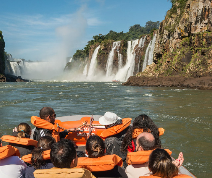 MACUCO SAFARI EM FOZ DO IGUAÇU: Um verdadeiro batismo nas Cataratas!